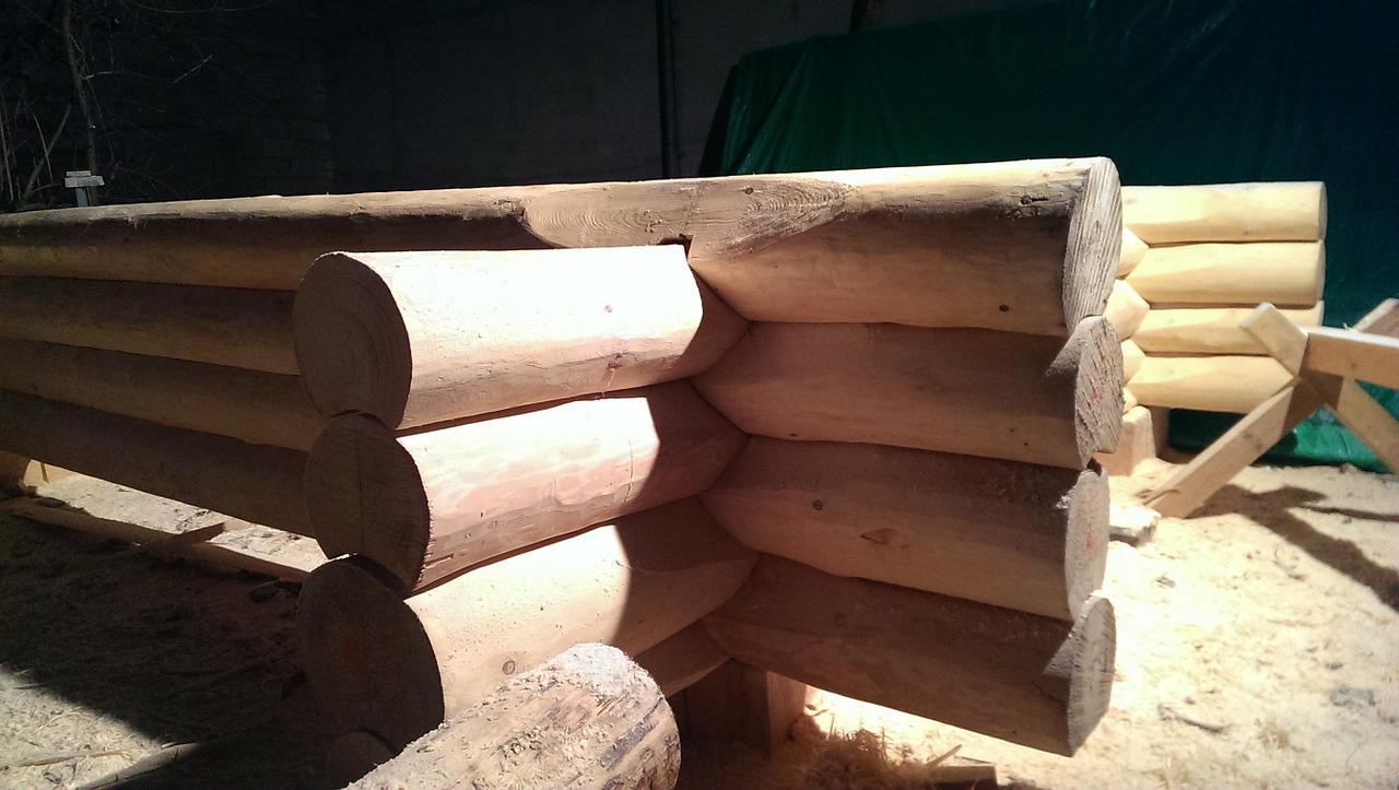 Blockbohlenhaus Verzahnung der Baumstämme
